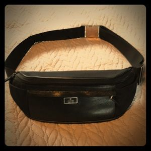 02a49ee1bf6 Women s Black Gucci Fanny Pack on Poshmark